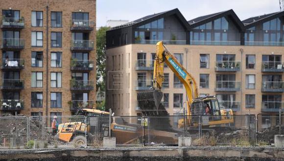 El gobierno de Boris Johnson ha puesto sobre la mesa una reforma radical de la ley del suelo que facilitará la creación de terrenos urbanizables y minimizará los requisitos para obtener permisos de construcción. (Foto: EFE)
