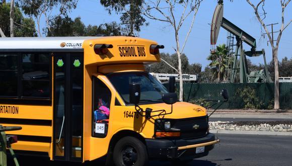 El superintendente del distrito escolar local emitió un comunicado en el que explicó que solo se habían desplegado dos autobuses, ninguno de los cuales se utiliza actualmente para transportar estudiantes. (Foto: AFP)