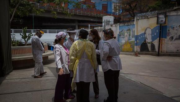 Mientras, los venezolanos como Pereira siguen luchando contra la peor pandemia que haya visto la humanidad en los últimos 100 años. Pero también contra la severa crisis de su país, una que es capaz de echar un pulso con la mismísima COVID-19. (Foto:  EFE/ Miguel Gutiérrez)