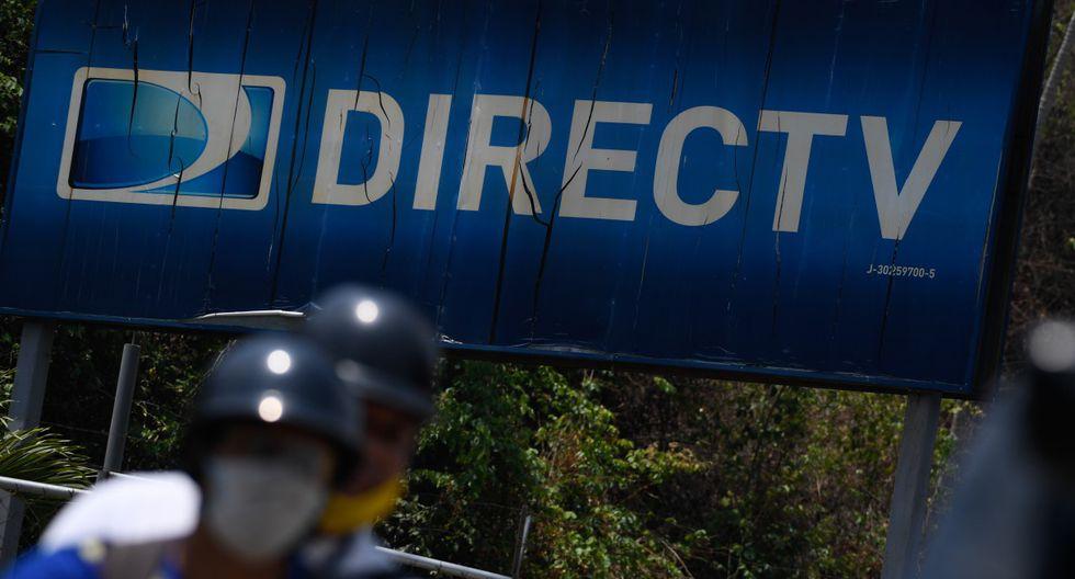 Vista del logotipo del proveedor de servicios satelitales de transmisión DirecTV en su sede en Caracas el 19 de mayo de 2020. (Federico PARRA / AFP).