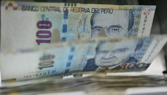 Este año, los trabajadores volverán a recibir una bonificación adicional de 9% o 6,25% como parte de su gratificación. (Foto: Andina)