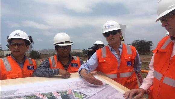 El presidente de la Copal, Carlos Neuhaus, informó sobre la ejecución de avance de obras a un grupo de congresistas. (Foto:  Difusión)