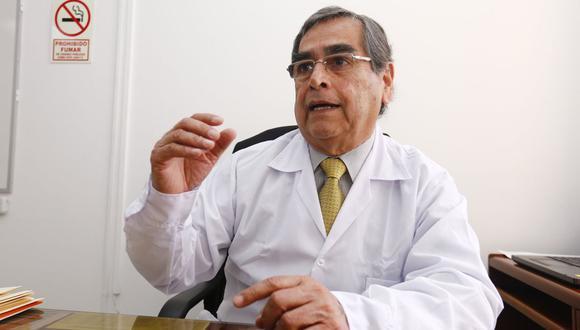 Oscar Ugarte, ministro de Salud, se mostró a favor de que el sector privado comercialice la vacuna. (Foto: GEC)