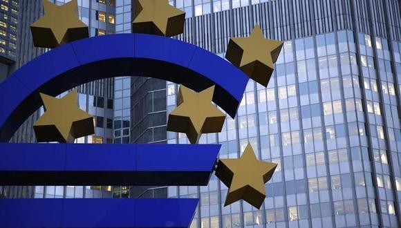 Los bancos europeos, según la medición del Euro Stoxx Banks Index, cayeron hasta 4,5% el jueves, alcanzando un mínimo histórico durante el día. (Reuters)