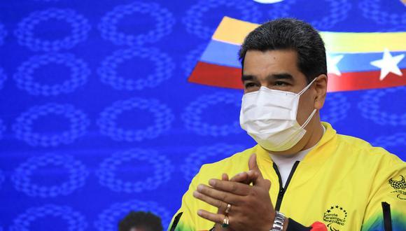 La figura de Maduro desató este martes una nueva rencilla en el Gobierno peruano, después de que el primer ministro, Guido Bellido, reprendiera públicamente al vicecanciller, Luis Enrique Chávez, por decir que Perú no reconoce a ninguna autoridad venezolana. (Foto: AFP)