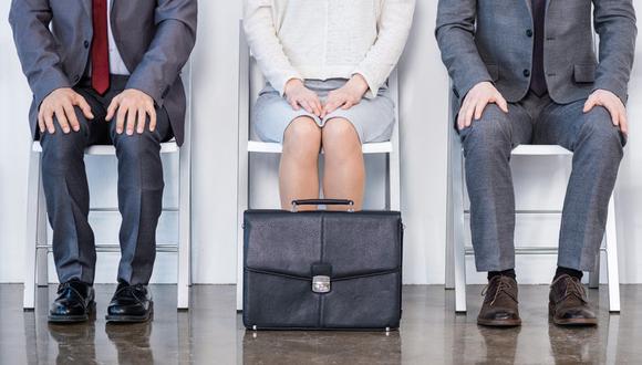 FOTO 2 | Los pequeños negocios deberán ser astutos a la hora de contratar. En Estados Unidos la tasa de desempleo está a su mínimo en 50 años, lo que ha hecho del proceso de contratación de talento un tema complejo y competitivo.  Este panorama puede ser particularmente retador para las startups que necesitan atraer trabajadores que de entrada ya están tentados por los altos salarios y las prestaciones que ofrecen las grandes empresas. De hecho, según el reporte Future Workforce, 67 por ciento de los pequeños negocios piensan hacer crecer sus equipos este año. Pero a mediados de 2018, el doble de los negocios dijeron que contratar era incluso más difícil que en 2017. Y conforme se acabó el año vimos que muchos negocios pequeños contrataron menos, y no porque la economía se alentara sino porque no podían encontrar gente lo suficientemente calificada.
