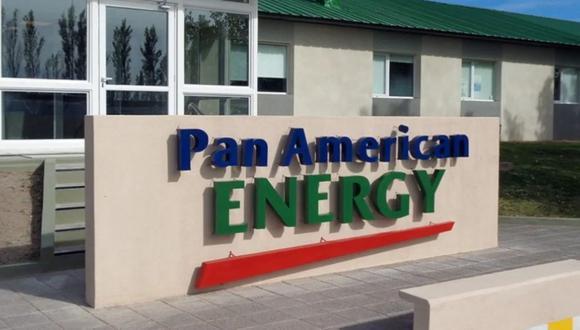 Pan American Energy debería tener suficiente efectivo para cubrir el vencimiento de la deuda, suponiendo que pueda cambiar pesos por dólares a la tasa oficial, según Santiago Barros Moss, analista corporativo de TPCG.