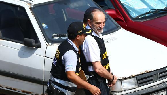 """Simon dijo que """"jamás"""" recibió dinero de Odebrecht mientras ingresaba a la Prefectura custodiado por agentes de la Policía Nacional. (Foto: GEC)"""