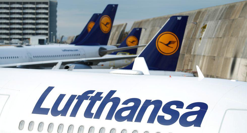 Pero alrededor de 700 de los 760 aviones de Lufthansa están estacionados en los aeropuertos y más de 80,000 de sus 130,000 empleados están en planes de trabajo a tiempo parcial. REUTERS/Ralph Orlowski/File Photo