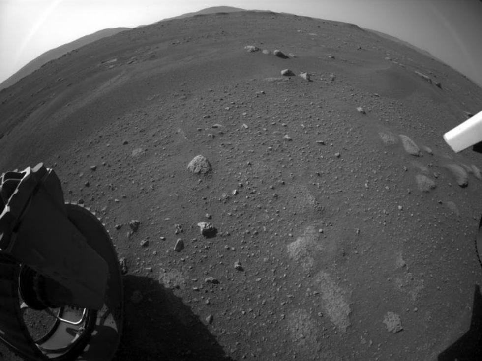 En la imagen, la superficie de Marte en una de las primeras fotografías que el rover Perseverance ha enviado desde el planeta rojo, donde aterrizó el pasado 18 de febrero. (Foto: NASA).