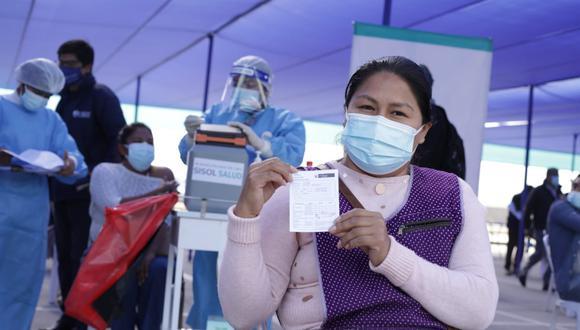 La vacunación contra el COVID-19 a nivel nacional avanza a buen ritmo y ya son más de 11 millones las personas inmunizadas. Foto: Britanie Arroyo/@photo.gec