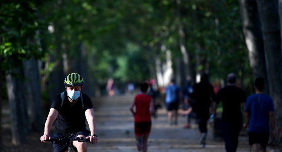 Los parques, empezando por el Retiro, también abrieron, después de diez semanas de cierre. (Photo by Gabriel BOUYS / AFP)