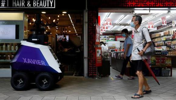 La agencia dijo que durante las tres semanas de prueba, los robots serían usados para la vigilancia y la exhibición de mensajes para educar al público sobre el comportamiento adecuado. (Foto: Edgar Su / Reuters / NTB)