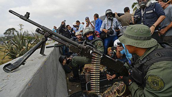 Venezuela en crisis | Miembros de las Fuerzas Armadas apoyan a Juan Guaidó. (Foto: AFP)