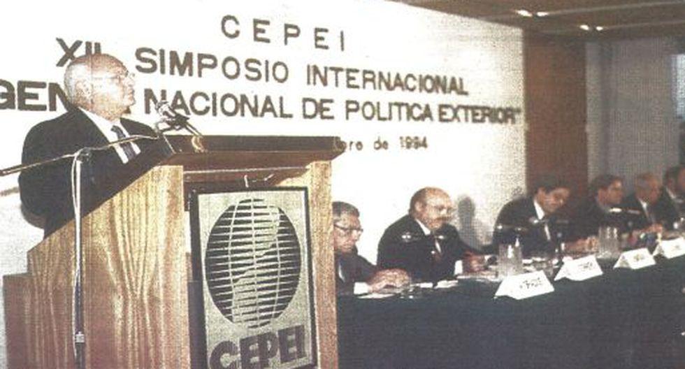El ex secretario general de la OEA, Joao Baena Soares, señaló anoche que los países del hemisferio deben perfeccionar el respeto por la democracia y los derechos humanos.