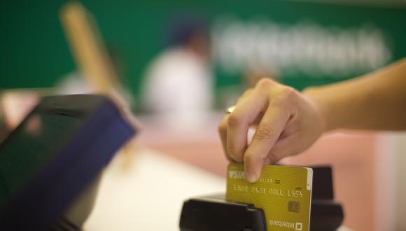 Los bancos cobran tasas de interés más altas por el uso de las tarjetas de crédito que en los préstamos personales. (Foto: GEC)