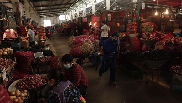 Un total de 2,369 vendedores ambulantes que trabajaban en La Parada, iniciaron sus actividades comerciales en las instalaciones del mercado temporal Tierra Prometida. (Foto: GEC).