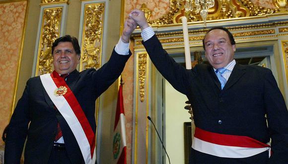 Luis Alva Castro en su juramentación como ministro del Interior durante el gobierno de Alan García. (Foto: USI)