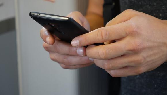 Cuando aparece el icono del reloj, el WhatsApp está inhabilitado para enviar mensajes. (Foto: Semevent / Pixabay)