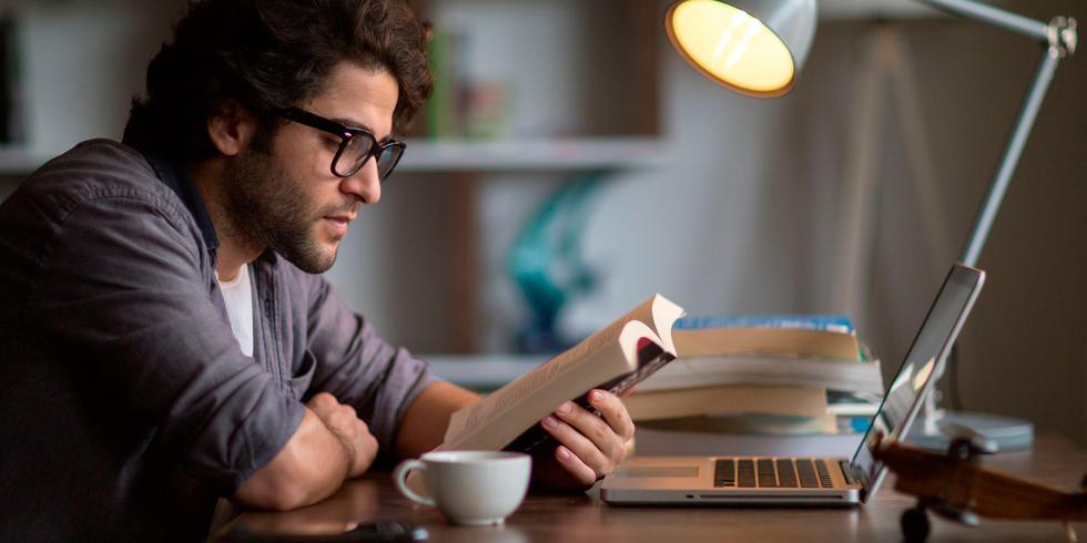 FOTO | Management: Los cinco libros que se debe leer antes de arrancar un negocio. (Foto: iStock)