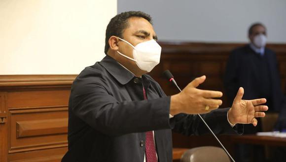 Aron Espinoza, vocero de Podemos Perú, dijo que darán el voto de confianza para llamar a la tranquilidad. (Foto: Congreso)