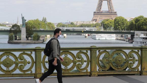 La decisión de París se produce a pesar de las amenazas de represalias comerciales del Gobierno saliente de Estados Unidos. (Photo by Ludovic MARIN / AFP)