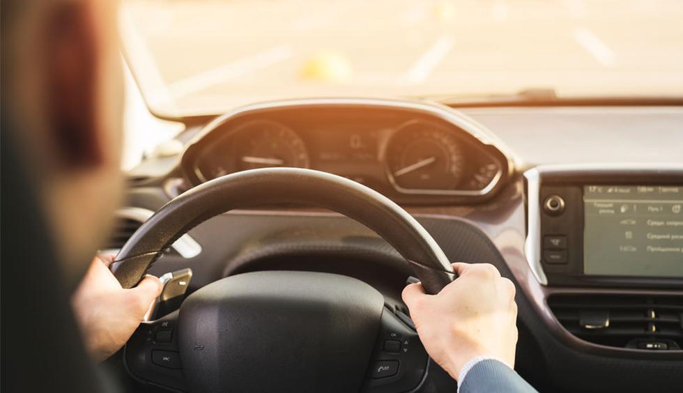 FOTO 1   1.     Antes de subir a un vehículo evite tomar bebidas alcohólicas. Recuerde que una mala decisión puede ser la causa de accidentes mortales. No sea parte de las cifras fatales. (Foto: Freepik)