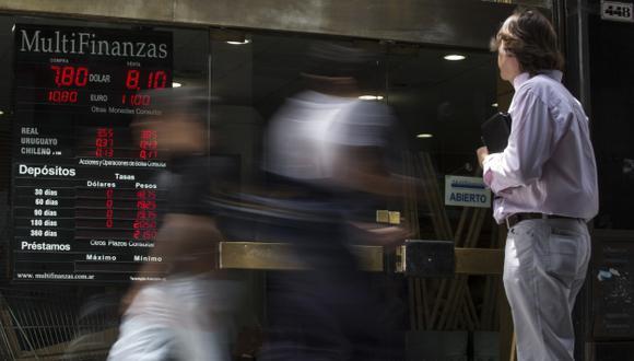 Operadores en ambos países estiman que habrá más recortes en el próximo mes con una inflación moderada y un crecimiento económico menor que el 1% esperado este año. (Foto referencial: AFP)