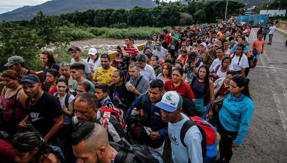 Venezolanos salen de su país tras grave crisis social, política y económica. (Foto: AFP)