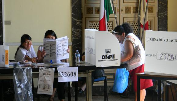 Esta modalidad permitirá, además de prevenir contagios de coronavirus, propiciar que aumente el porcentaje de ciudadanos residentes en el exterior que ejercen su derecho al voto pues en la actualidad es muy bajo. (Foto: Andina)