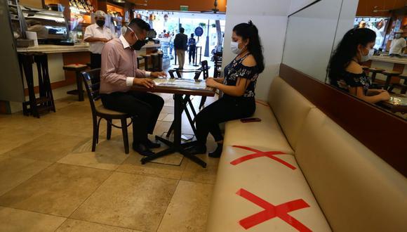 Asociación Peruana de Hoteles, Restaurantes y Afines considera que se debería trabajar con protocolos, pero sin aforos. (Foto: GEC)