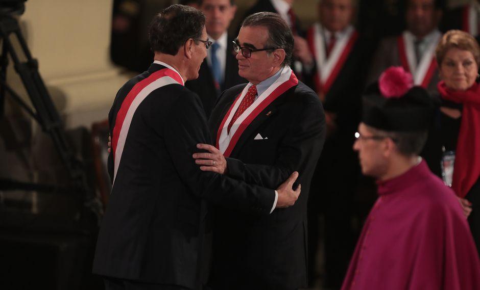 En la misa y Te Deum, Martín Vizcarra saludó a Pedro Olaechea como presidente del Congreso. (Foto: GEC)