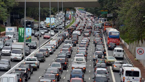 FOTO 5 | Sao Paulo - Brasil, la ciudad, que fue sede de varios juegos de la Copa Mundial de Brasil, se paralizó debido a un embotellamiento de 214 millas (344 km) en junio de 2014. El problema del transporte se vio agravado por grandes protestas y obras incompletas.