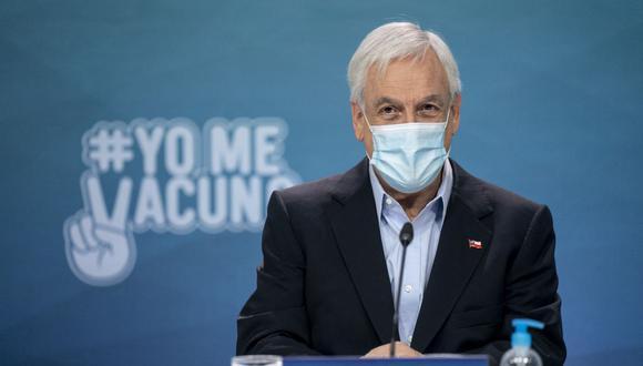 Imagen muestra al presidente de Chile, Sebastián Piñera, durante una conferencia de prensa en el palacio presidencial de La Moneda en Santiago, el 28 de marzo de 2021. (MARCELO SEGURA / Chilean Presidency / AFP).