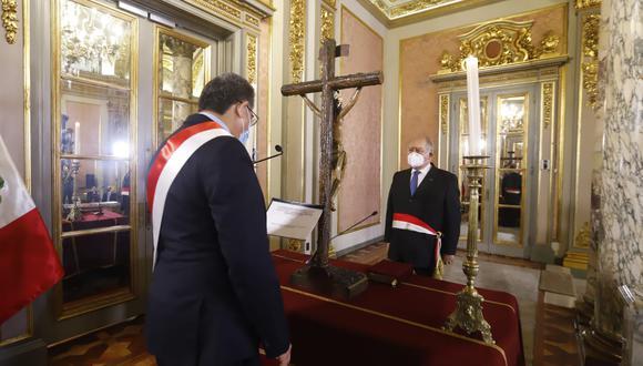Juramentación de Ántero Flores-Araoz como Primer Ministro.