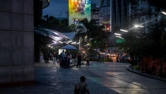 Un gran golpe a la indutria televisiva en el país fue el cierre de RCTV, la gran cadena de televisión de Venezuela fundada el 15 de noviembre de 1953 por el empresario y explorador William H. Phelps Jr.EFE