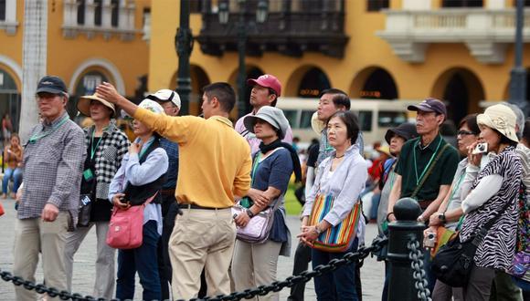 Foto 1 | Guía de turistas. Como buen citadino, seguramente debe de conocer muy bien los mejores y más visitados lugares de la ciudad. Si domina la historia de nuestro país y le apasiona narrarla, puede incorporarse a un staff de guía de turistas. Si conoce otros idiomas, mucho mejor. (Foto: Perú Express)