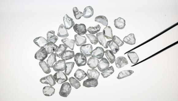 En comparación con el oro, los diamantes son una reserva de riqueza inferior y, por lo tanto, es poco probable que se beneficien significativamente de una huida de los inversores hacia las monedas fiduciarias.