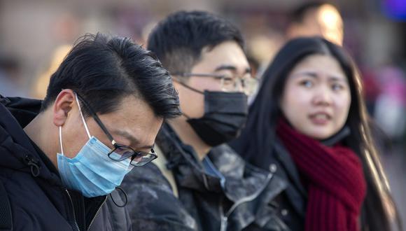 """El virus, que se transmite por vías respiratorias, """"podría mutar y propagarse más fácilmente"""", explicó el viceministro de la Comisión Nacional de Salud de China, Li Bin."""