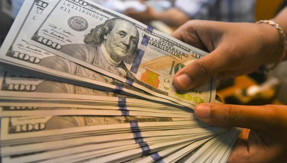 En el mercado paralelo o informal, el tipo de cambio se cotiza a S/ 3.585 la venta y S/ 3.560 la compra. (Foto: Reuters)