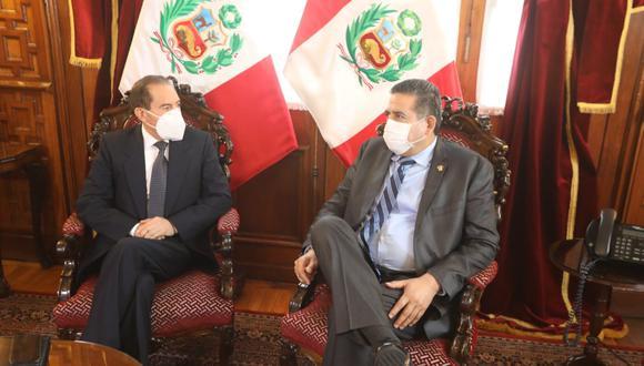 Manuel Merino recibió al primer ministro, Walter Martos, en el Congreso de la República. (Foto: Congreso)