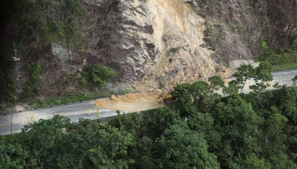 Varias vías resultaron bloqueadas tras el sismo. (Foto: Prensa Presidencia)