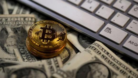 La caída de la criptodivisa se da luego de que el domingo alcanzara los US$ 58.350, su máximo histórico hasta el momento. (Archivo / Reuters)
