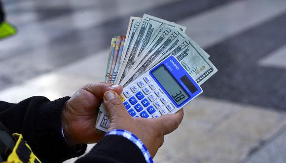 En el mercado paralelo o casas de cambio de Lima, el tipo de cambio se cotiza a S/ 3.800 la compra y S/ 3.840 la venta de cada dólar. (Foto: Jessica Vicente / GEC)