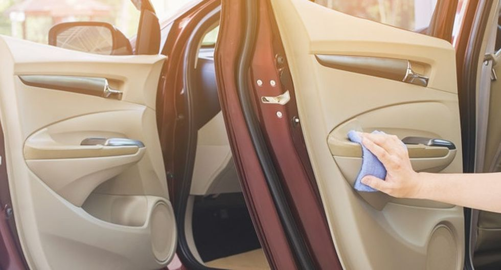 Si no limpias tu auto con frecuencia, puede ser que el coronavirus esté alojándose al interior (Foto: Freepik)