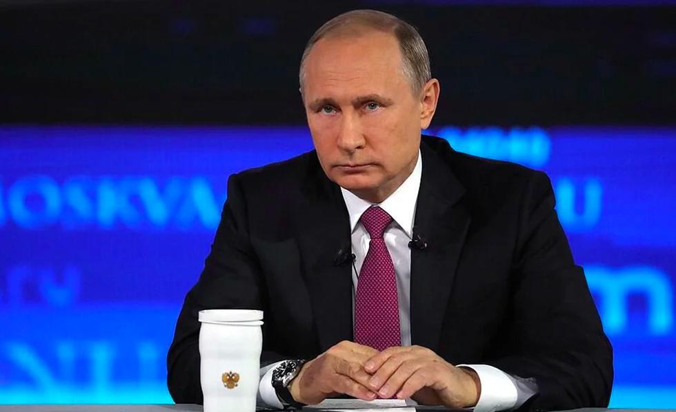 FOTO 1 | 1. El presidente de Rusia: Vladimir Putin Patrimonio neto: $40 mil millones y $200 mil millones. El actual presidente de Rusia, Vladimir Putin, es el jefe de estado más rico del mundo, con una fortuna estimada de entre $40 mil millones $200 mil millones, según Bill Browder, un cercano ex-colaborador suyo.  ¡Sin embargo, Putin lo niega! En el 2017, Putin declaró una pequeña fortuna de tan sólo $150.000 (€110.900). Pero ese mismo año, ya era dueño de 20 palacios y villas de lujo, 11 yates de lujo y 58 diferentes tipos de aeronaves y más. (Foto: Kremlin.ru)