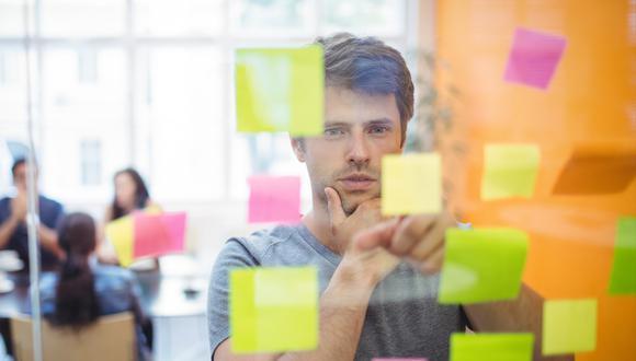 FOTO 3   3. Planea. Piensa en un borrador de tu plan de negocios. Si lo haces bien, te guiará hacia los pasos que siguen y podrás usarlo para presentar tu idea a posibles inversionistas. Ten en cuenta que debe incluir una misión, un resumen ejecutivo, un resumen de la empresa, muestreo del producto o servicio, un detalle del target, proyecciones financieras y estructura de costos. (Foto: Freepik)