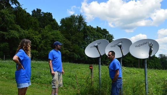 Paredes dijo que ofrecen Internet satelital de mínimo 20 Mbps. (Foto referencial: HughesNet)