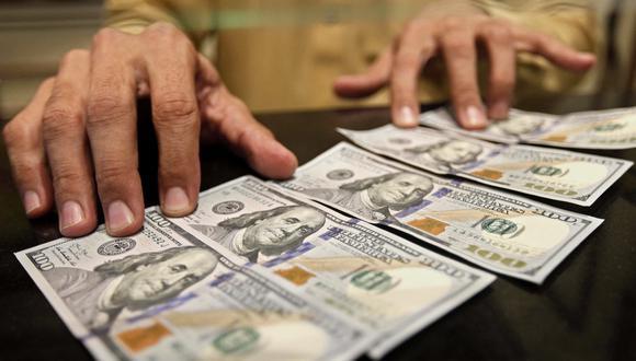 En el mercado paralelo o casas de cambio de Lima, el tipo de cambio se cotiza a S/ 3.575 la compra y S/ 3.600 la venta. (Foto: EFE)
