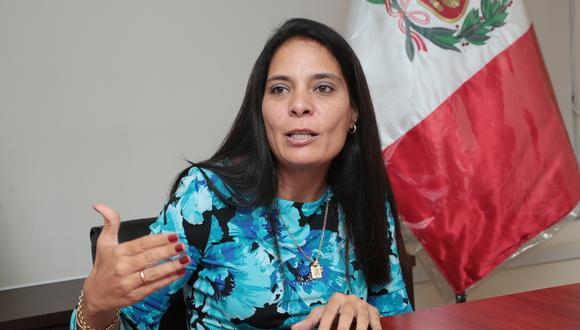 Dato. Mónica López informó que en la última subasta de viviendas y automóviles se recaudó S/ 1'623,850. (Foto: Diana Chávez)